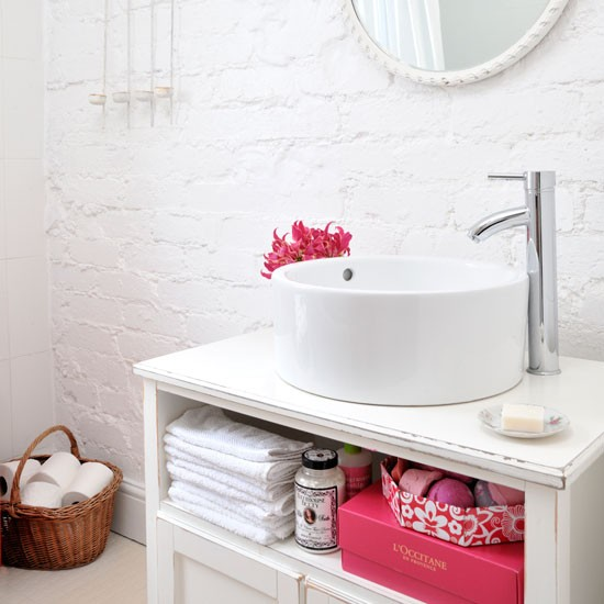Baños Estilo Cottage:Bathroom Shelf Decorating Ideas
