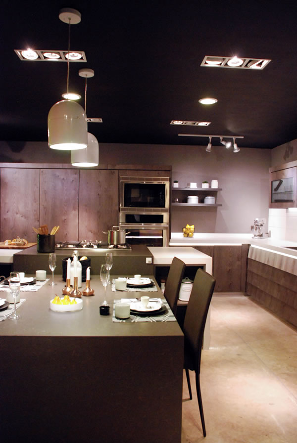 Contemporary Kitchen by EOS Mexico | Casa Haus