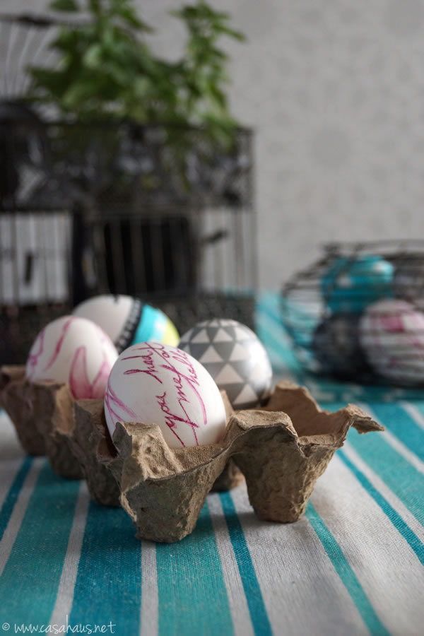 Casa Haus: Easter egg decorating / Huevos de Pascua