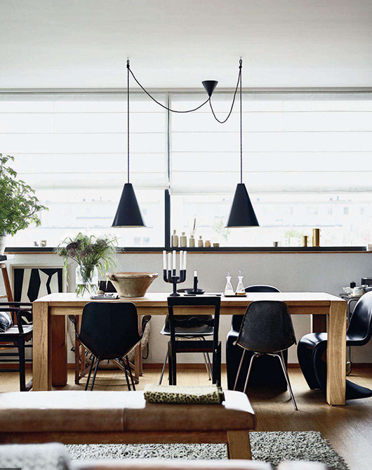 Black, white, and wood dining room // Comedor blanco, negro y café // Casa Haus