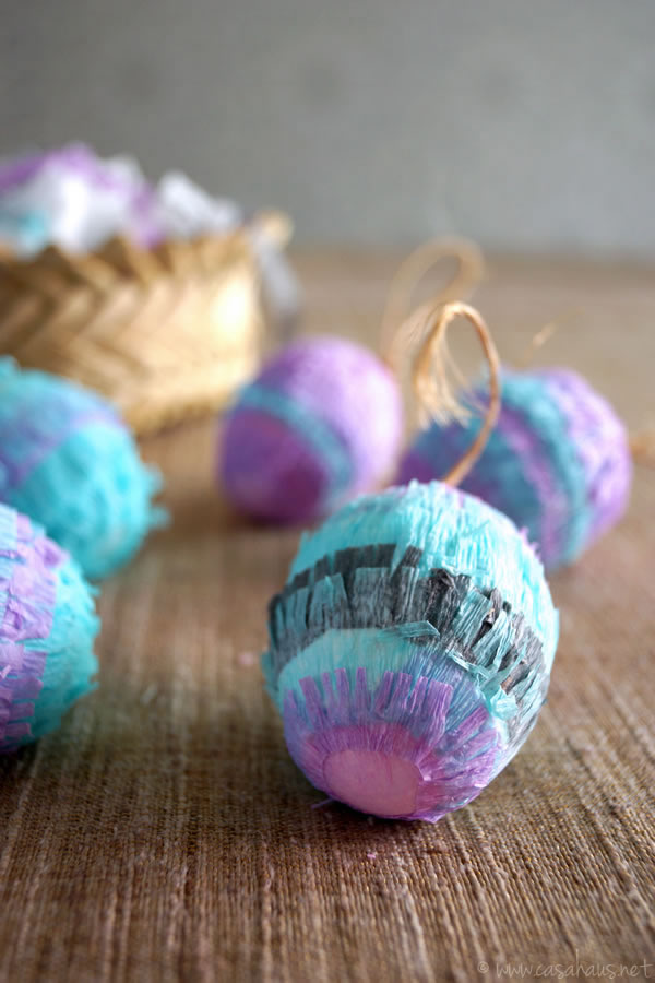 DIY Piñata Easter Eggs, cute and easy! // Huevos Piñata para Pascua, ¡fáciles y bonitos! // casahaus.net