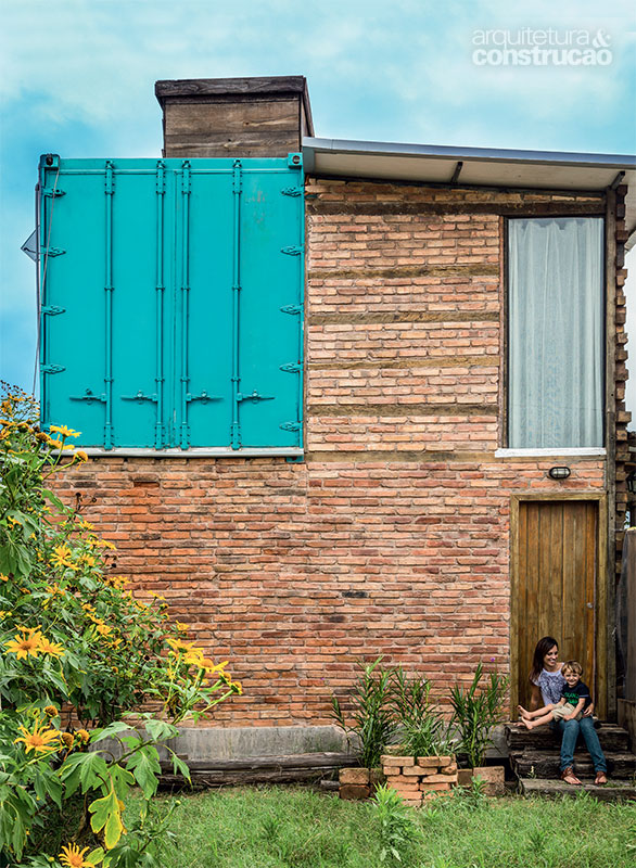 Gorgeous home built with reclaimed materials and a container // Increíble casa hecha con